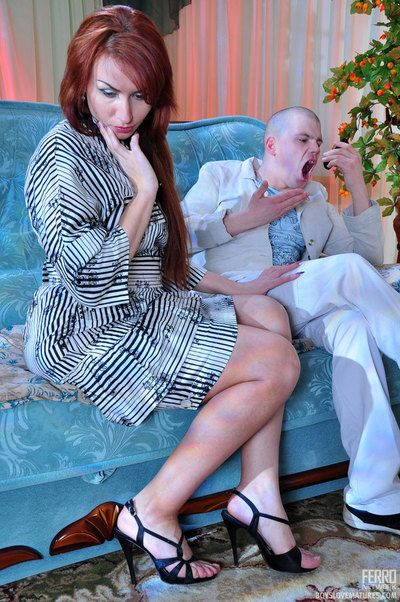 Red-haired milf puts exceeding girlish hearts-n-bow holdups be useful to her boyish lover