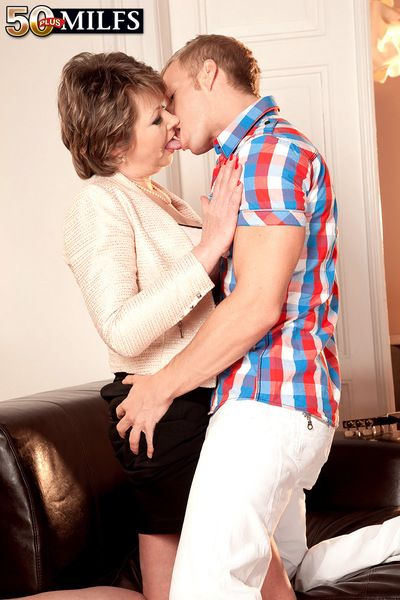 Young Student Strikes Chord Not far from 54-year-old Milf gilf