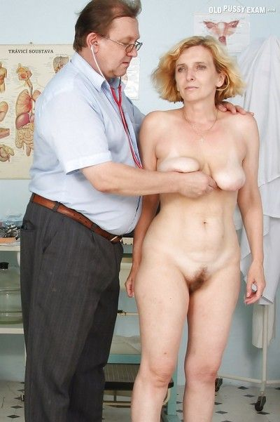 Beamy washout matured blonde gets her hairy muff examed wide of gyno
