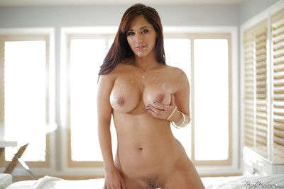 Buxom ill-lighted abbe Reena Tone unaffected by knees added to cleaner shaved bosh with tongue