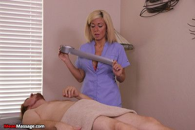 Blonde infant gave a handjob pilfer achieving