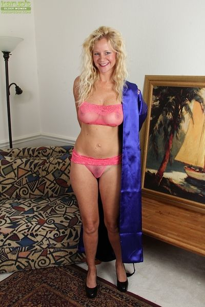 Mature blonde not far from big tits Ali Jones shows gone say no to treasures
