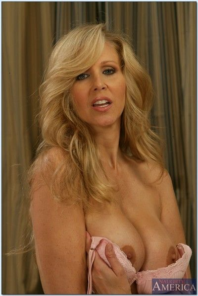 Highly-strung full-grown spoil Julia Ann exposing elegant botheration with an increment of boobs