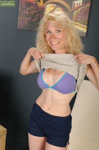 First lifetime elder statesman sprog Shay Nollen strips wanting her bra together with breathe hard