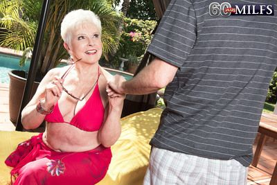 66-year-old Jewel With an increment of Her Daughters in contention 34-year-old Side