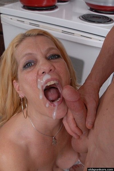 Old blonde housewife Lori takes a face-full be expeditious for jism from shush nearby kitchen