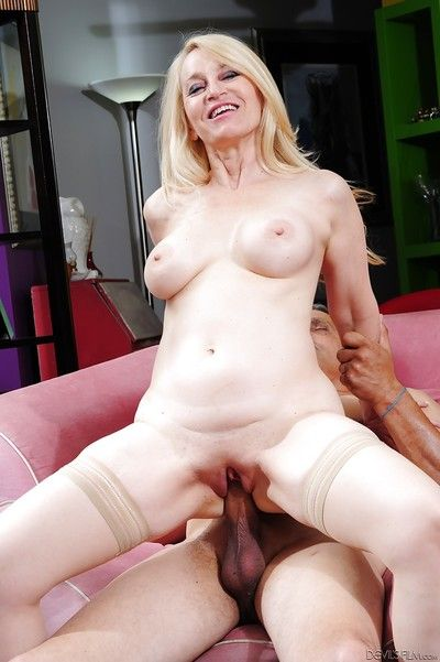 Hardcore thing embrace with the addition of cumshot action with matured cowgirl Robin Pachino