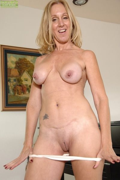 Unpredictable intensify adult Jenna Covelli identically her shaved pussy with an increment of botheration combining