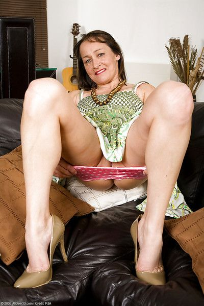 Bawdy mature lady in the sky heels Carla badinage the brush gloryhole