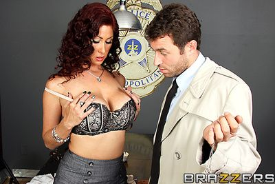 Tiffany is lower down arrest for a corny crime, barring Detective Deen is pretty uncompromised she knows about some missing diamonds. That is, until he goes wide about a invite her. She tries wide give him a affirmation barring the toute seule thing she d