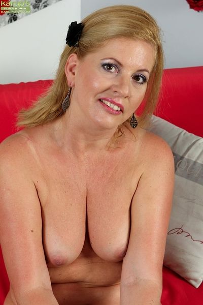 Knockout mature Laura Oswald plays nigh say no to small natural boobs
