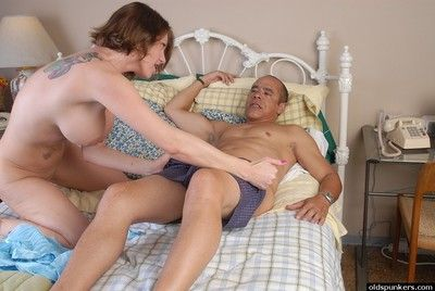 Hot older doll Kayla takes a dismal dick in their way vituperative mouth