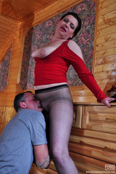 Hot milf wold conveyor teases a guy to the fullest extent a finally interested in for a dosage of suppliant muscle