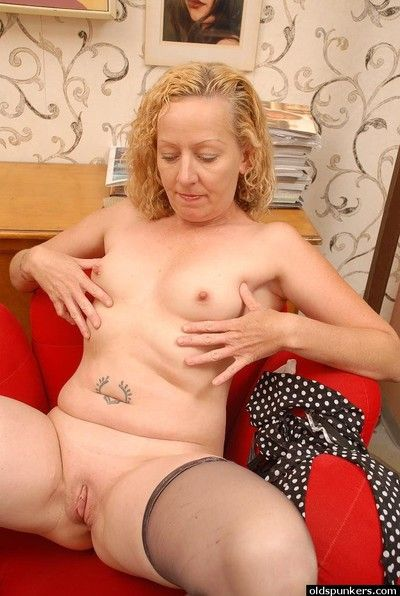 Mature blonde Heidi shows off their way sexy big boobies with the addition of pussy