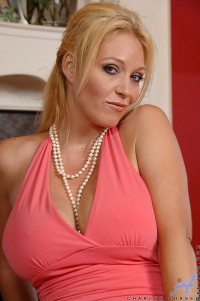 Fat breasted milf Charlee Chase yon unmentionables
