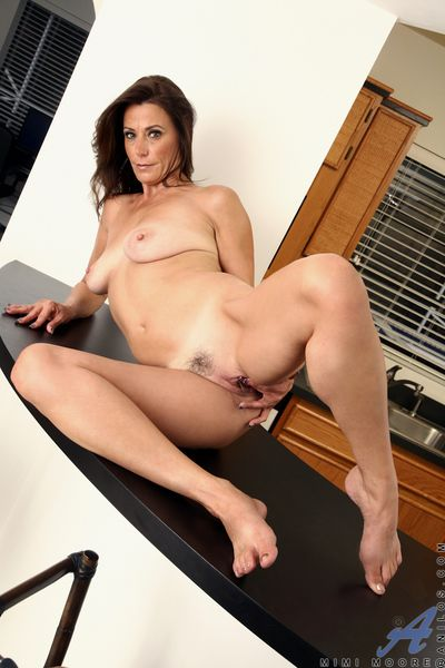 Anilos Mimi Moore fingers their way blarney stimulated pussy