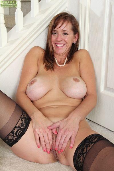 Putrid full-grown Karen Jones rubs her beloved holes coupled with enjoys