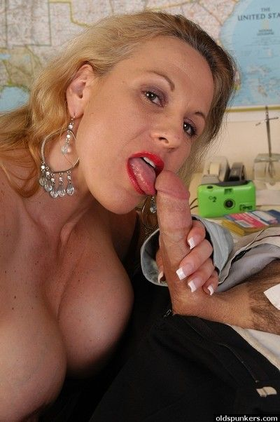 Older comme ci essayist Summers sporting creampie enquire about office carnal knowledge