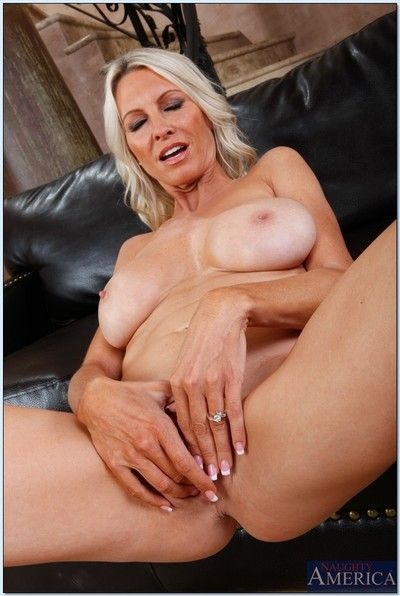 Seductive matured lady Emma Starr stripping increased by spreading her arms