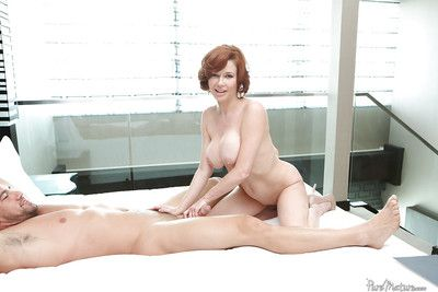 Order about redhead mature Veronica Avluv getting a juicy creampie