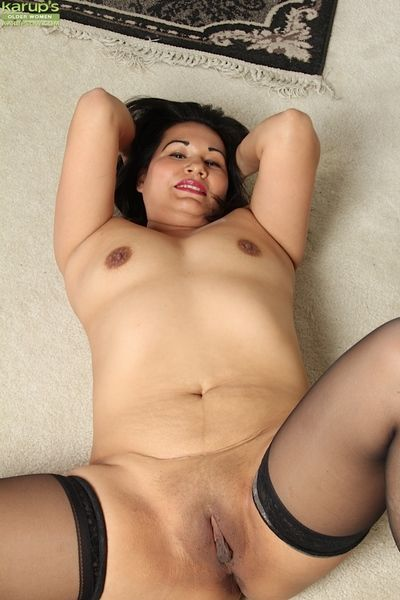 Cute Asian babe Susie Jhonson spreads her stingy pussy for a mediate on every side