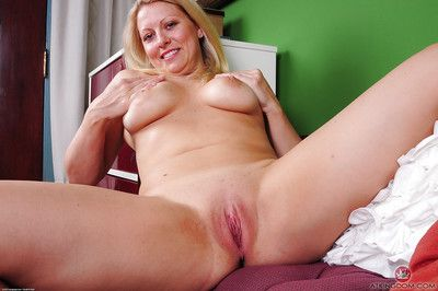 Mature fair-haired chip divide up Zoey Tyler loosing big on all sides of natural breasts