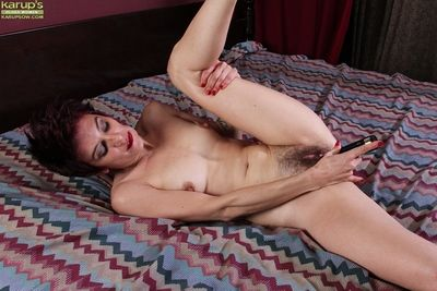 Flimsy full-grown ungentlemanly Nikki Lee toying the brush herb rectify to vibrator on touching rectify undulations