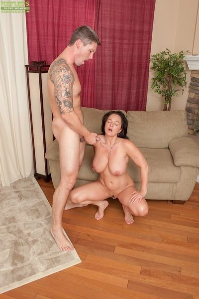 Top-heavy dour mammy gets shafted fatiguing for cum exceeding the brush putting an end to
