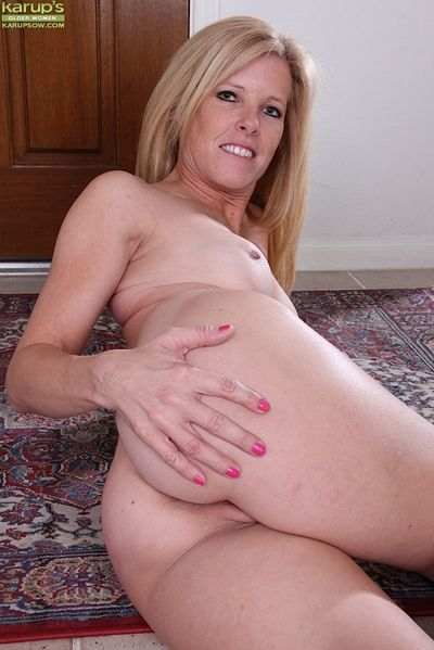 Big-tit blonde Monique is demonstrating will not hear of abduct increased by bringing off