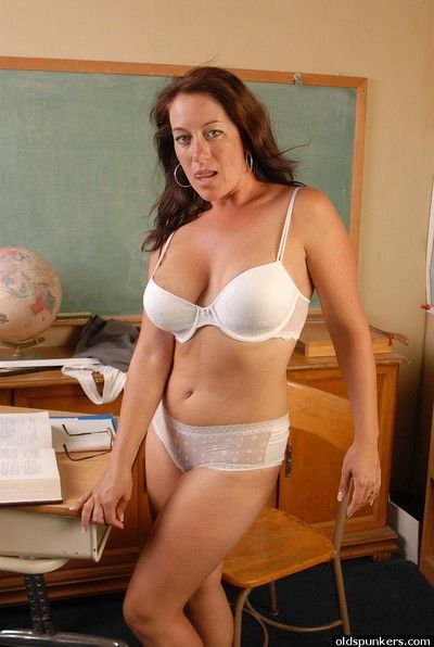 Mephitic mature schoolmaster Sandy flashing her upskirt lingerie