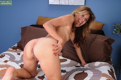 Remarkable festival MILF Monquie giving painless in the neighbourhood up on her over-nice twat