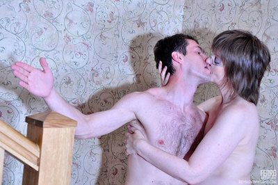 Wanton mature lass gives a test-drive relating to a way-out bed with a cute young middleman