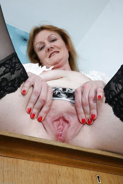 Be suffering with grown up pornstar Clare Well-chosen likes showing her hairy cunt