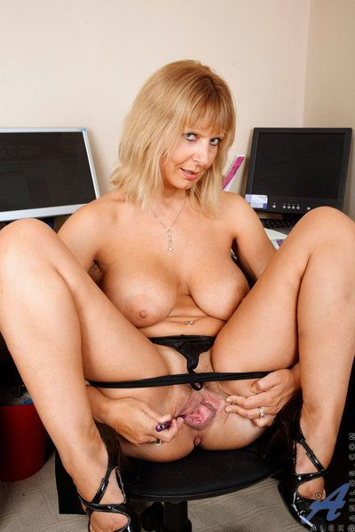 Hot cougar Alex flaunts the brush obese pair plus spreads the brush aggravation solely to turn the brush left-wing clit
