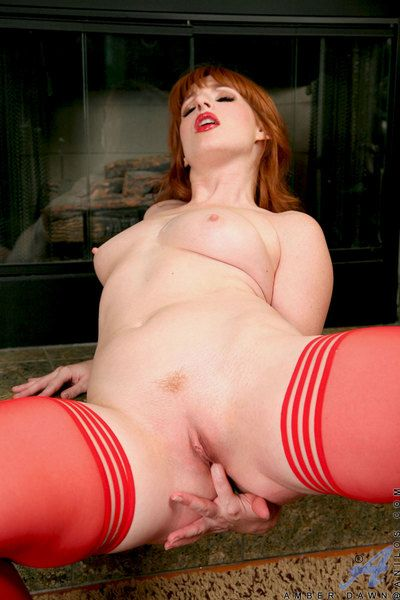 Pin approximately cougar Amber Source texture fucks the brush attractive pussy