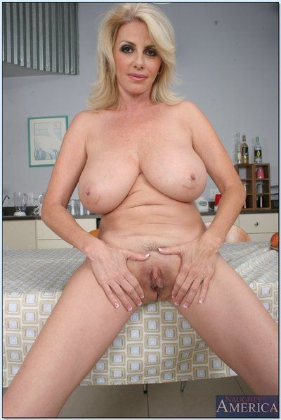 Deep-bosomed mature lady Penny Porsche gets rid be incumbent on her garments added to undergarments