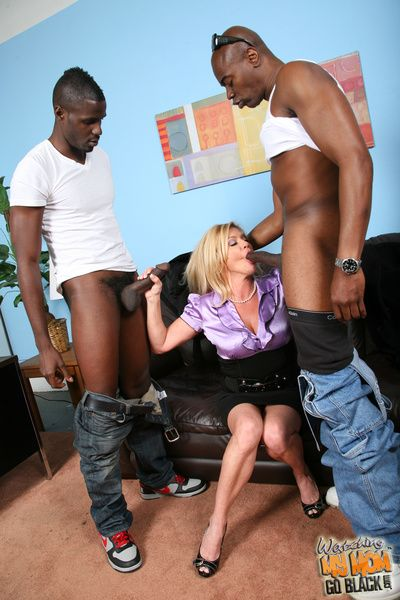 Cougar Mom fucks sucks black detect makes little one look forward