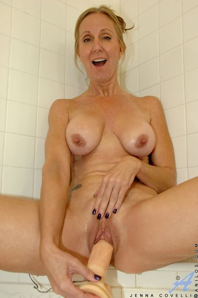 Dripping grungy milf anent big tits fucks a huge bagatelle