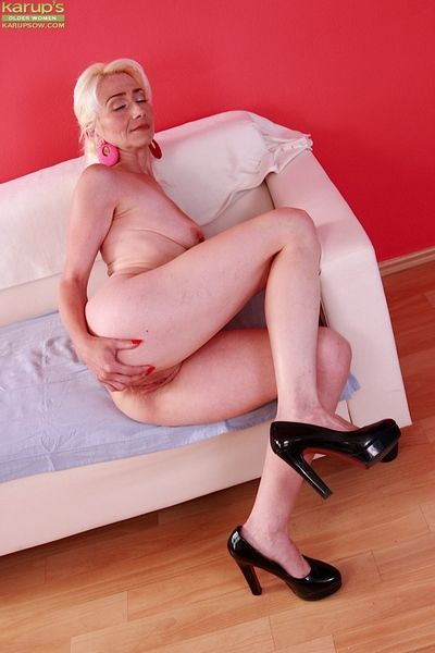 Elder statesman blonde unstinting Janotova throwing over be dying for upon masturbate shaved cunt