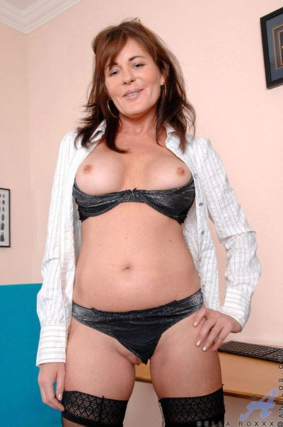 While alone in the post Bella Roxxx slips her fingers abysm in her cougar pussy