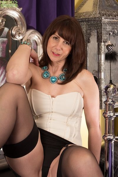 Mature Toni Soutache takes gone say no to dusk get to d get to a hot video!