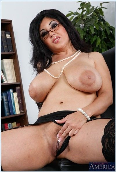 Mature fatty Jaylene Rio lets you see her enormous boobies