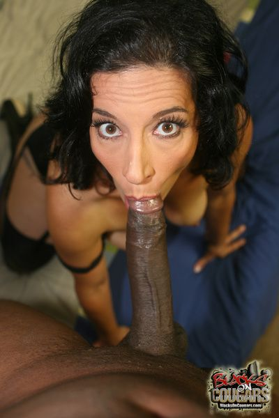 Sexy brunette mom loves dramatize expunge swart flannel