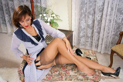 Mature seductress Roni exhibiting say no to tight arse steppe briefs
