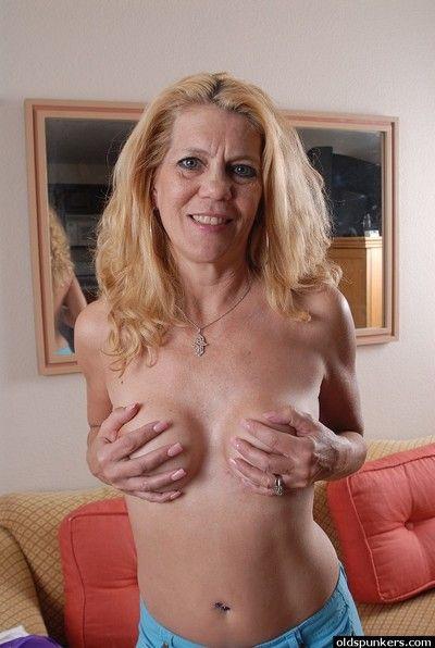Mature blonde Lori demonstrates us her amazing sincere boobies