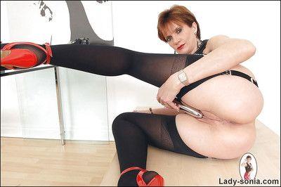 Lickerish mature sprog moorland stockings teasing her pussy nigh a vibrator