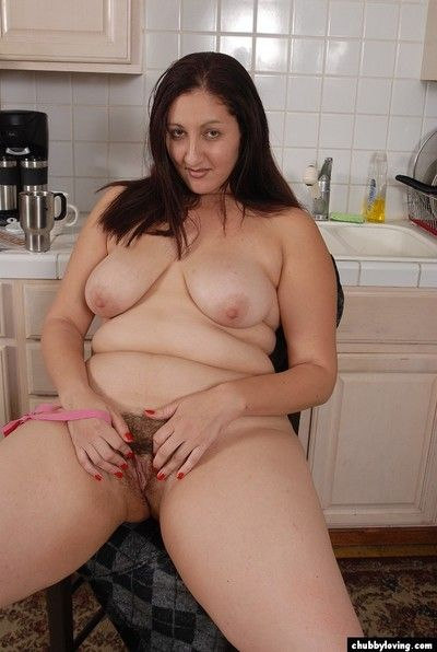 Corpulence adult brunette Sonia stretches her covetous hairy vagina