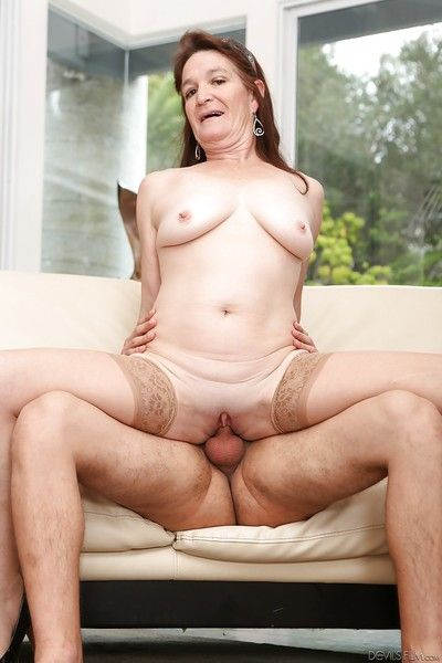 Big aggravation hardcore mature Anna giving a wet blojowb and riding a horseshit