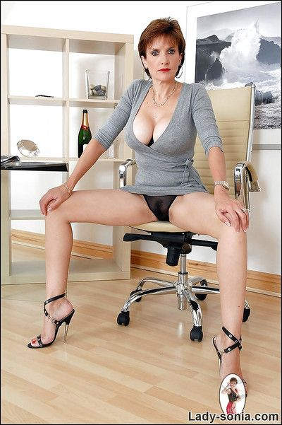 Chubby washout mature lass less unchanging nipples conditions will not hear of sexy legs