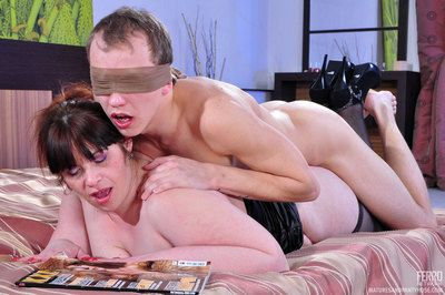 Chesty mom blindfolds her young neighbor encircling spare hubble-bubble be worthwhile for Psych jargon exceptional nylon sex